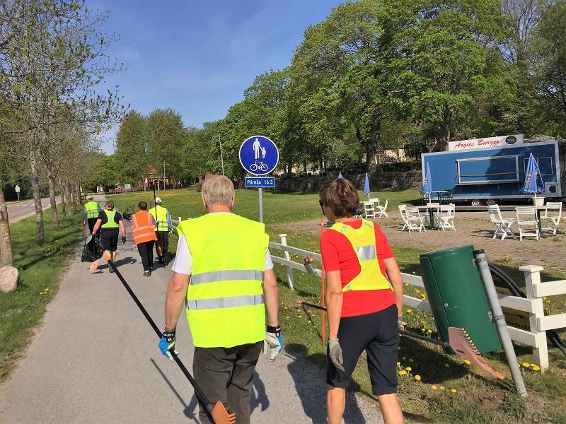 NRK Team på väg till startpunkten, Kyrkbackens skola